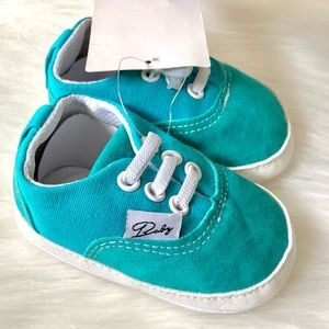 NWT (🌸2/$25🌸) Blue Baby Shoes